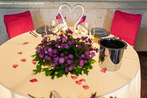 preparazione tavolo Sposi