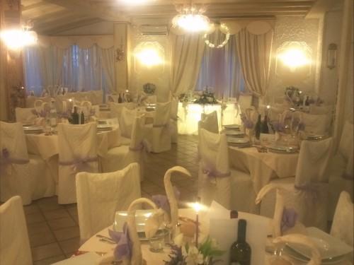 Tavolo sposi in lilla, matrimonio in lilla,