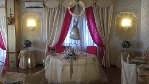 Tavolo sposi in fucsia,preparazione fuxia,